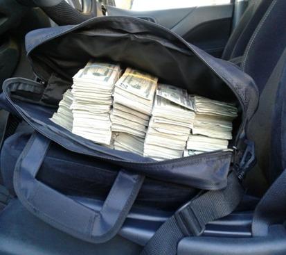 Descubren 88 mil dólares en vehículo que cruzaba en aduana