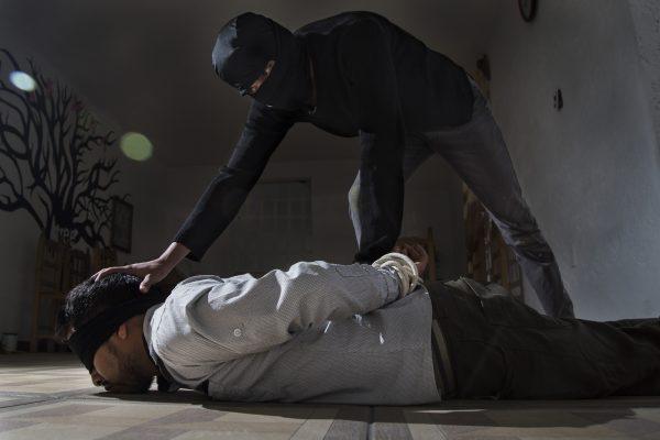 Secuestran a hombre en su hogar y lo despojan de sus bienes