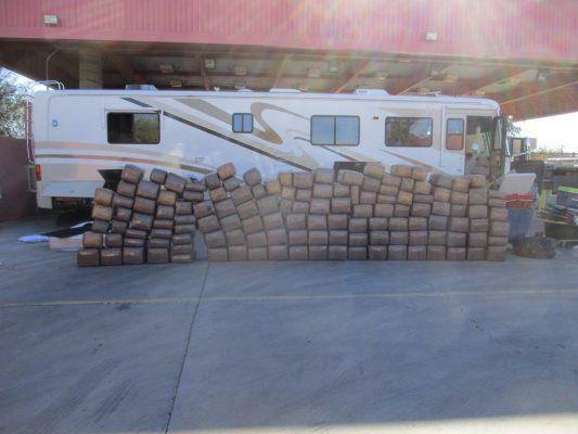 Detienen a persona en posesión de mil kilos de mariguana