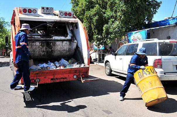 Reintegran dos camiones recolectores de basura