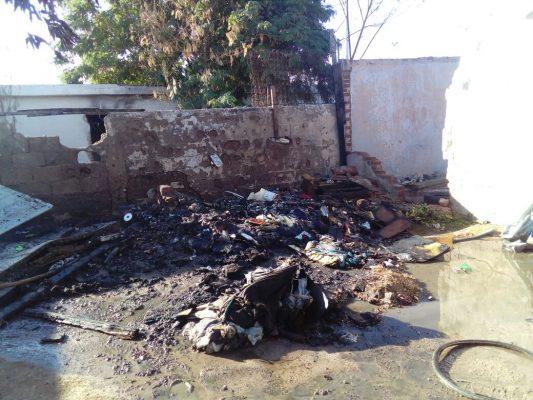 """[Video] Denuncia ama de casa que """"malandros"""" incendiaron basura"""