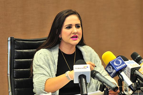 Defiende Célida López a precandidata de Caborca