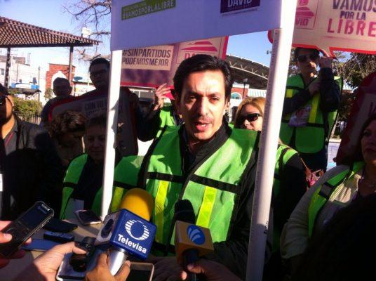 [Video] David Figueroa recolecta firmas en el Centro de la ciudad