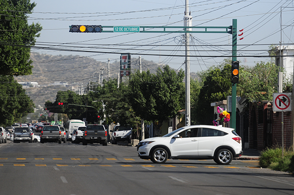 Pondrán a funcionar nuevos semáforos en la calle 12 de Octubre