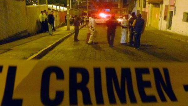 Asesinan a mujer por fuera de local de fiestas