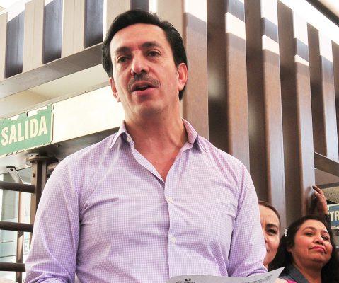 Supera David Figueroa firmas requeridas de apoyo ciudadano