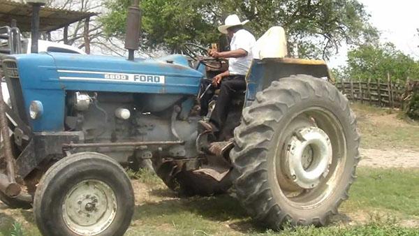 Accidente con tractor deja 8 jornaleros lesionados