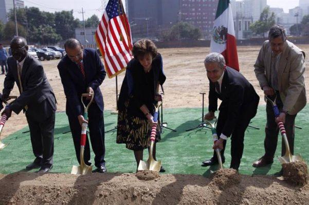 EU comienza construcción de su nueva embajada en México
