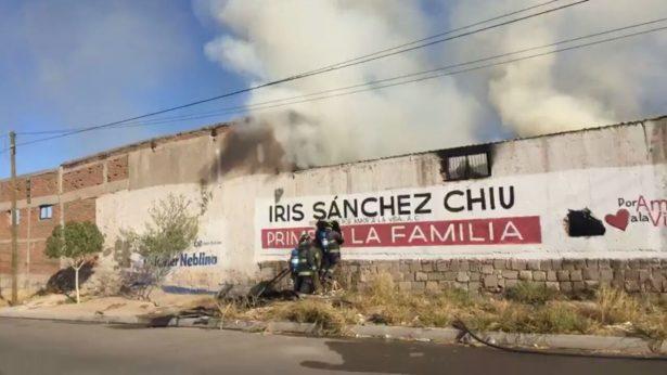 [Galería] Sofoca bomberos incendio en un predio de Villa de Seris