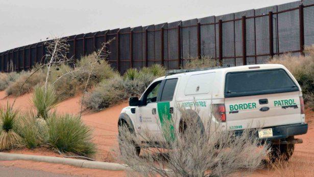 Rescatan a migrante con tobillo fracturado en frontera Sonora-Arizona