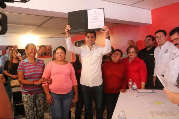 Recibe Pano Salido constancia como candidato a diputado
