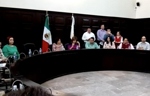 Avala cabildo la renuncia de Maloro y permanencia de Angelina Muñoz