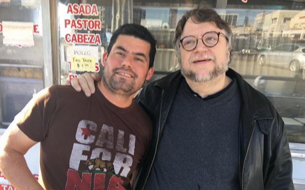 Guillermo del Toro presume sus tacos de buche en Los Angeles