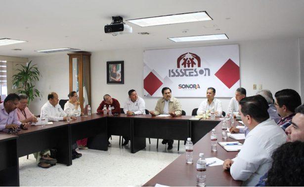 Inician mesa de negociación directivos de Isssteson y Consejo Sindical