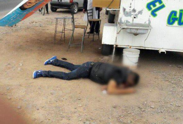 Asesinan con dos impactos de bala a un hombre mientras desayunaba