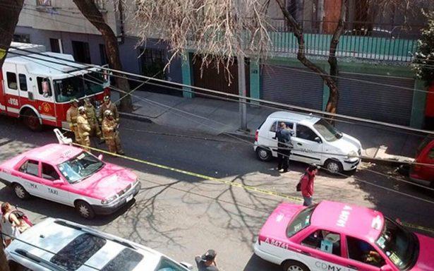 Olor delata cadáver dentro de la cajuela de un taxi robado
