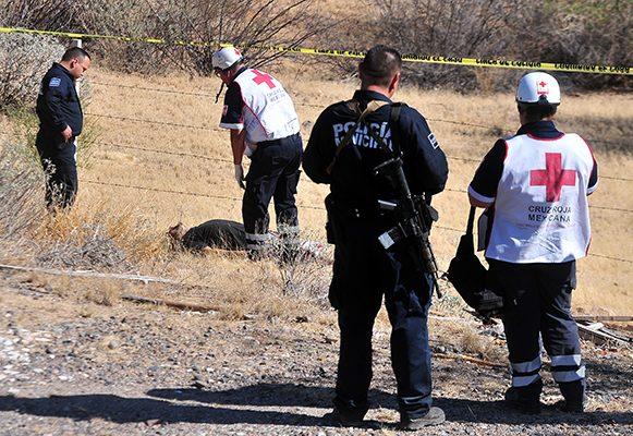 Encuentran a hombre con dos impactos de bala, uno de ellos en su cabeza