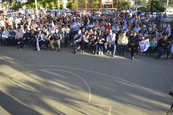 Simpatizantes de Ricardo Anaya se reúnen en la Plaza Copacabana