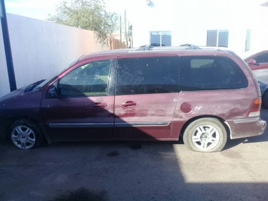 Ebrio automovilista choca con dos patrullas de la municipal