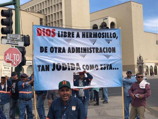 Protestan trabajadores del Ayuntamiento en el Luis Encinas