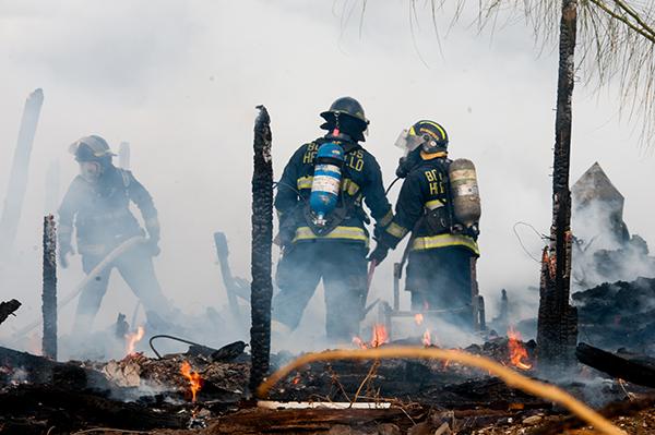Pérdida total deja un incendio de vivienda en el fraccionamiento Arándanos