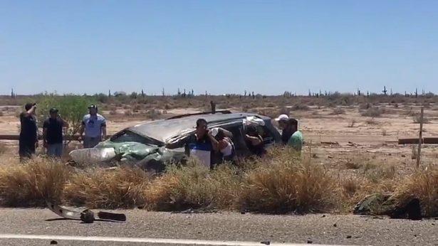 Accidente en carretera Hermosillo-Bahía deja tres muertos