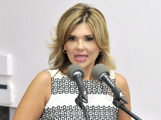 Exhorta gobernadora a llegar a un acuerdo para levantar huelga en Unison