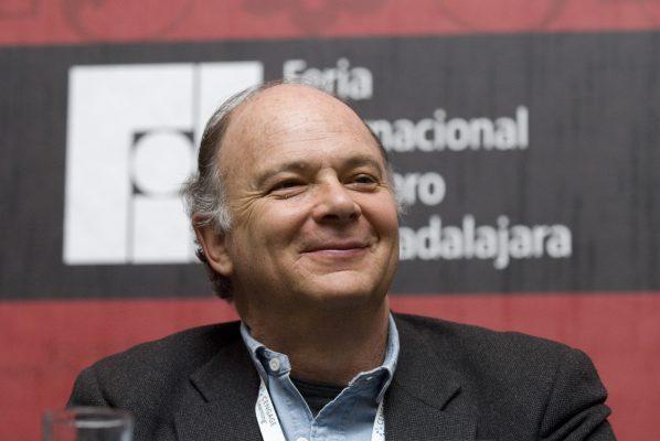 Propone Enrique Krauze debates por fuera del INE