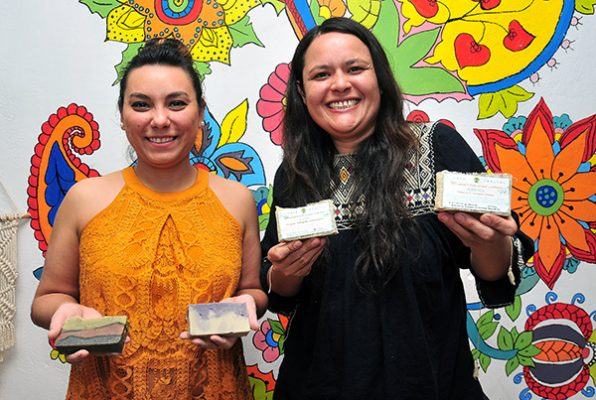 Elaboran productos naturales para la higiene femenina
