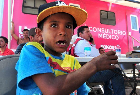 Encuentra pequeño migrante su amor por la fotografía en Hermosillo