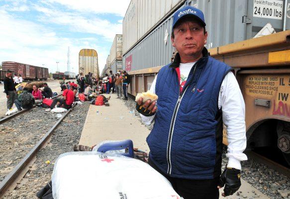 """""""En el nombre del Señor"""": migrante espera llegar a Tijuana"""