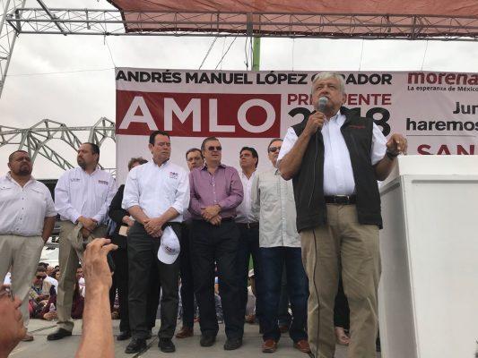 López Obrador visita SLRC; promete bajar el IVA en la frontera