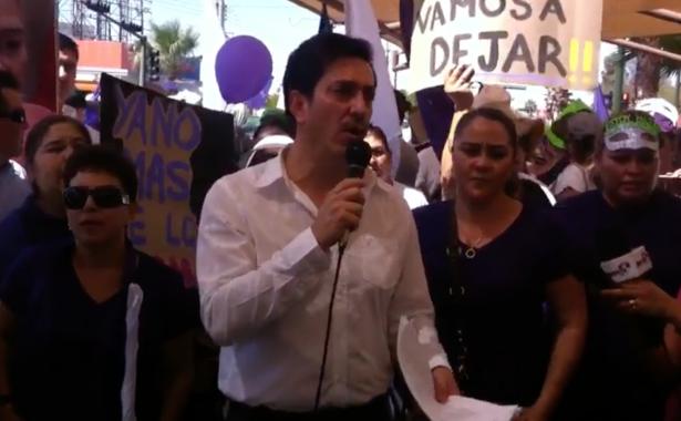 [Video] Exigen ciudadanos que apoyan a David Figueroa la salida de Guadalupe Taddei