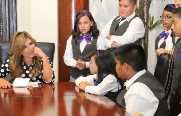 Conviven diputados infantiles con Gobernadora de Sonora