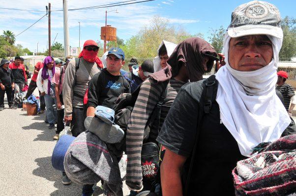 Brinda Secretaría de Salud atención médica a caravana de migrantes
