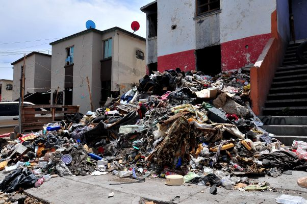 [Galería] Retiran 16 toneladas de basura en vivienda abandonada de la Nuevo Hermosillo