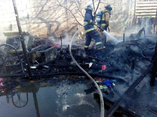 Sofocan incendio en casa de cartón en la Laura Alicia Frías