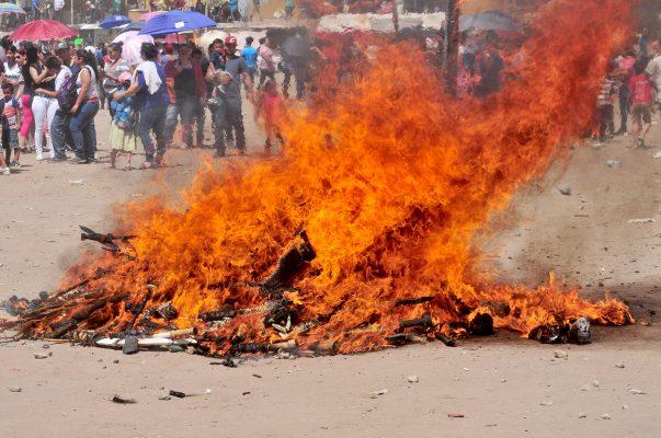 [Galería] Celebración de la quema de máscaras en el Cerro del Coloso
