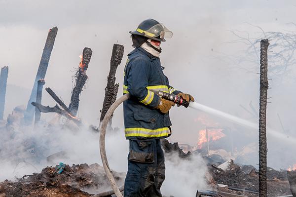 Consume llamas vivienda y deja pérdidas totales