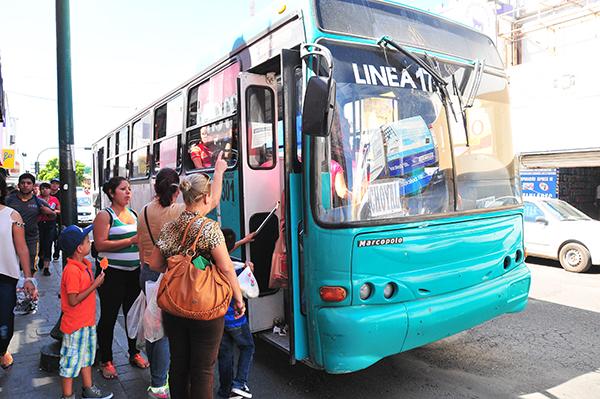 Brinda transporte urbano un servicio ineficiente