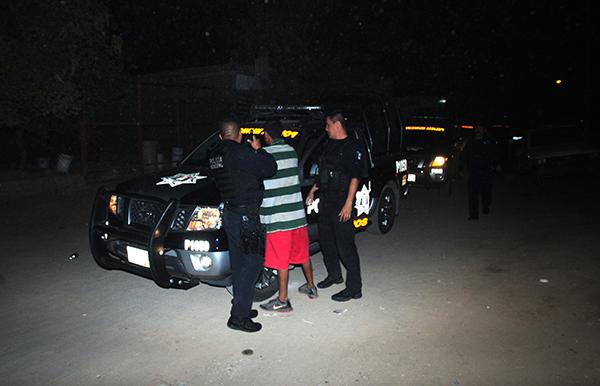 Intenta menor de edad asaltar a chofer de taxi