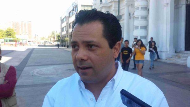 Anuncia Ernesto de Lucas que su primer regidor es Miguel Ángel Figueroa