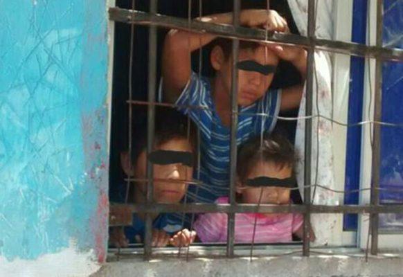 Encuentran a cinco niños encerrados dentro de su hogar