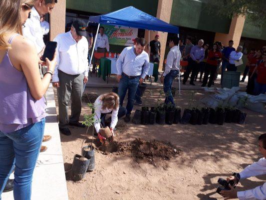 Colabora Angelina Muñoz con la mejora en el medio ambiente