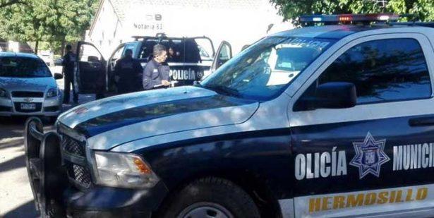 Detienen a mujer por golpear a un sacerdote en Bahía de Kino