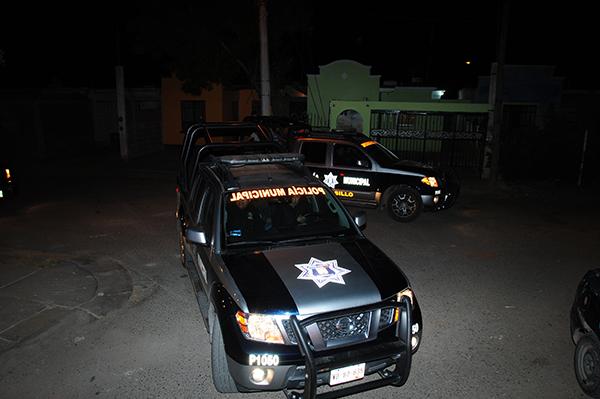 Delincuentes armados atracan farmacia y tienda de abarrotes