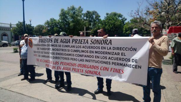 Buscan soluciones taxistas de Agua Prieta