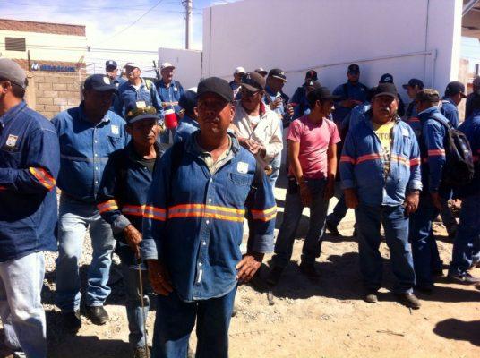 Protestan empleados de servicios públicos; carecen de vehículos recolectores