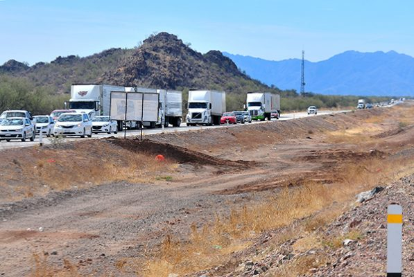 Se unen a exigencia de reparar carretera