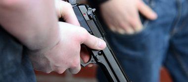 Hampones armados atracan expendio y tienda de autoservicio